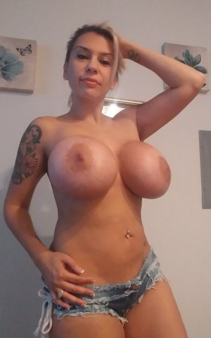 Bettie outcall escorts in Piedmont California and sex contacts